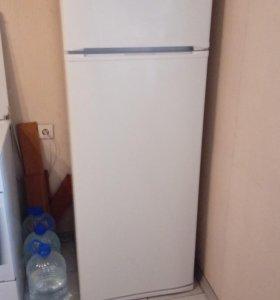 Продаётся холодильник индезит