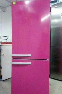 Розовый дизайнерский холодильник