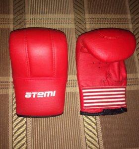 Боксерские перчатки для груши.