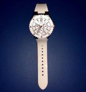 GUESS часы женские W90084L1