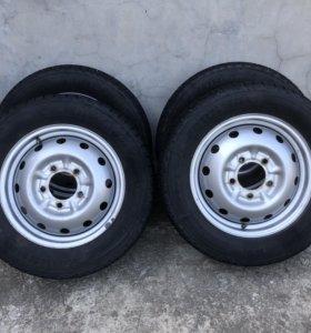 Продам комплект зимних шин на НИВУ