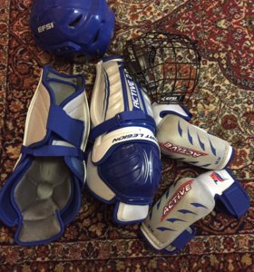 Щитки налокотники и шлем сеткой