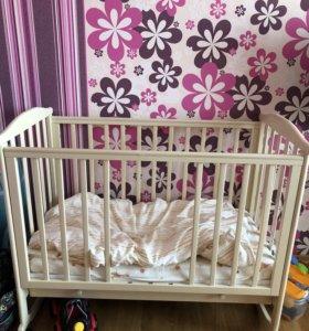 Комод - пеленальный стол, кровать с матрасом