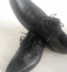 Мужские классические туфли.