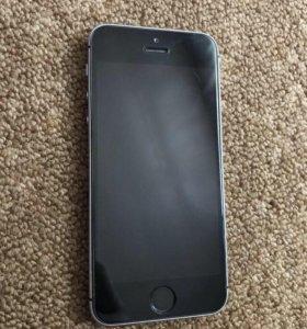 iPhone SE в состоянии нового, без сколов и царапин
