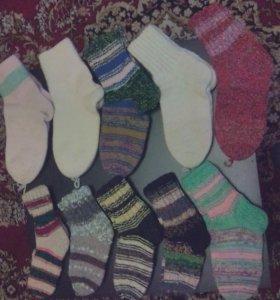 Вязаные носки, варежки и перчатки