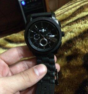 Часы Fossil.