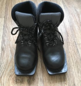 Лыжные ботинки Motor 38р 75мм нат. кожа