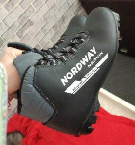 Лыжные ботинки 40р