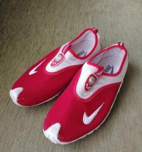 Оригинальные кроссовки Nike, женские.38 р