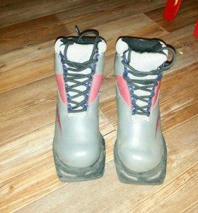 Новые лыжи и ботинки 33 р.