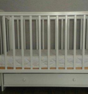 Детская кроватка с матрасом.