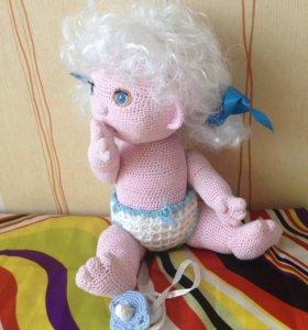 Вязаная кукла-пупс.