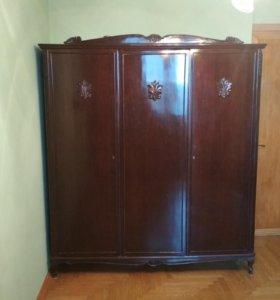 Винтажный шкаф из массива
