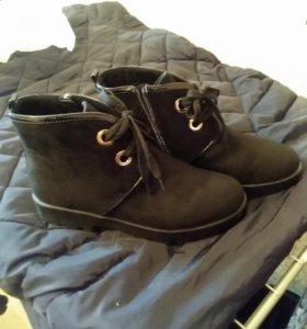 Ботинки замшевые новые.