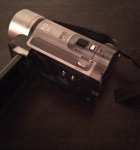 Canon HF100 HD. Full HD видеокамера.