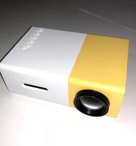 Мини-проектор YG300