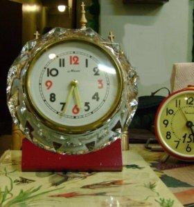 Часы настольные в хрустальном корпусе