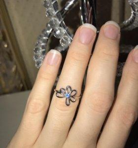 Золотое кольцо 585 пробы НОВОЕ 1,5 гр