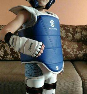 Защита тхэквондо и кимоно на 7 и 11 лет