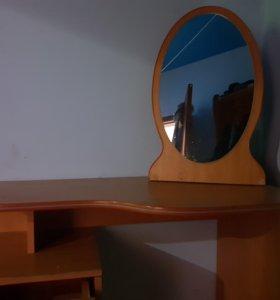 Уголок с зеркалом