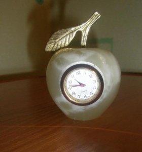 Часы настольные из оникса