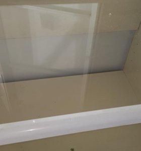 Металлические стеллажи и прилавки со стеклом