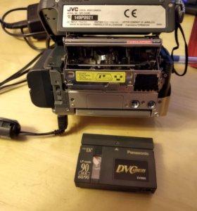 Камера JVC GR-D33