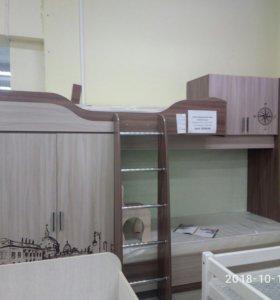 Кровать двухъярусная, шкаф