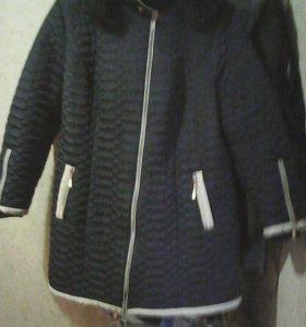 Куртка жен.54-56р.,цвет темно-синий с капюшоном .