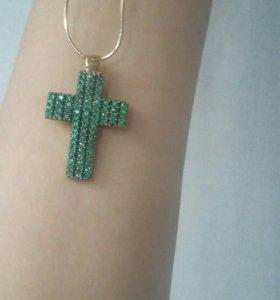 Золотой крест с изумрудами натуральными.
