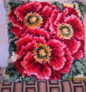 Подушки вышитые в ковровой технике.