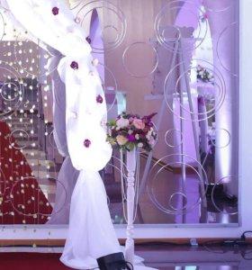Свадебные стойки ( колонны, вазы с цветами + стол