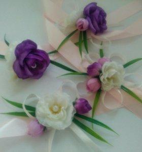 Бутоньерки, браслеты подружкам невесты,приглашения