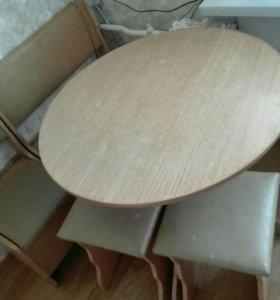 Стол, кухонный уголок, два табурета