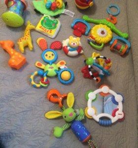 Игрушки малышам fisher price, tiny love, playgro