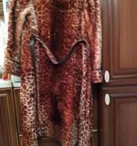 Пальто меховое удлиненное. Отделка мехом.