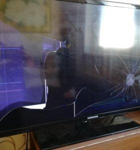 "Разбитый телевизор Samsung 32"""