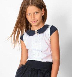 Блузка с брошью