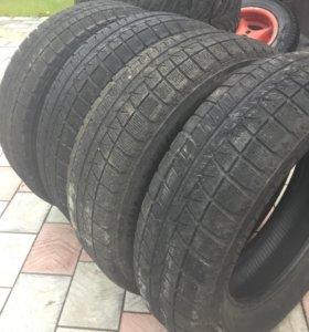 Зимние 195/65/15 шины Bridgestone