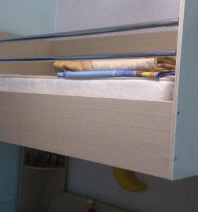 Двухэтажная кровать для двоих детей