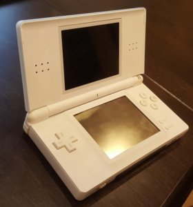 Nintendo DS Lite + M3DS Real + MicroSD 2 GB