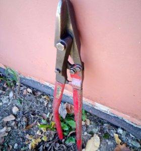 Ножницы для металлической ленты.
