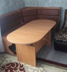 уголок со столом