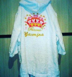 Именные с вышивкой халаты, парео и полотенце.