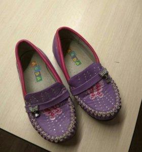 Туфельки для девочки Лева.