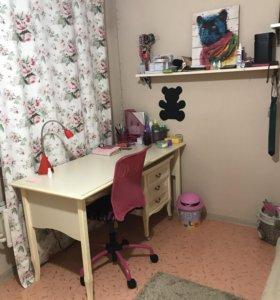 Детский мебельный гарнитур (кровать, стол, шкафы)