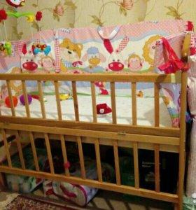 Детская кроватка с маятником. +матрас