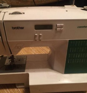 Продам на запчасти швейную машинку.