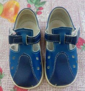 Продается сандали по подошве 15 см